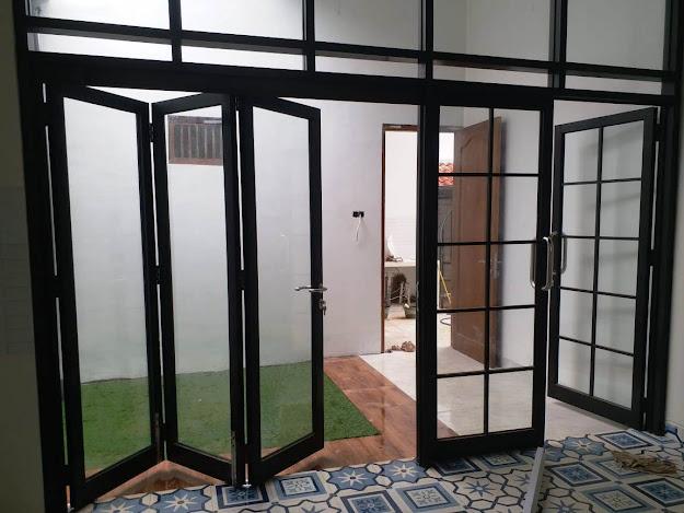 pintu lipat buatan Sinar Aluminium Semarang