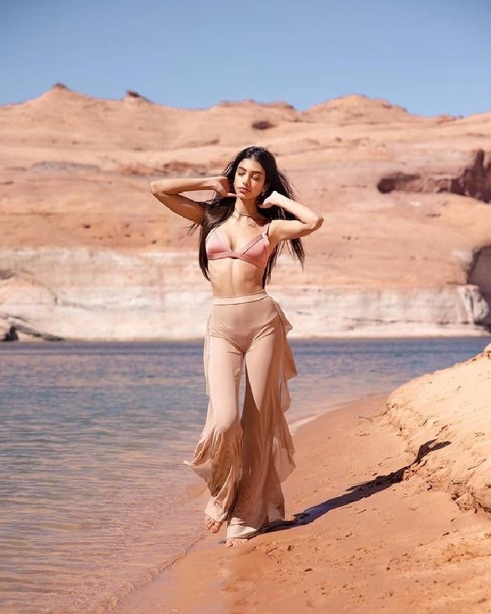 Alanna Panday Hot Pics