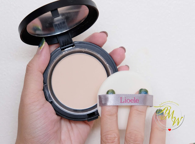 a photo of Lioele Be My Skin Powder Pact Review in shade Blooming Ivory.