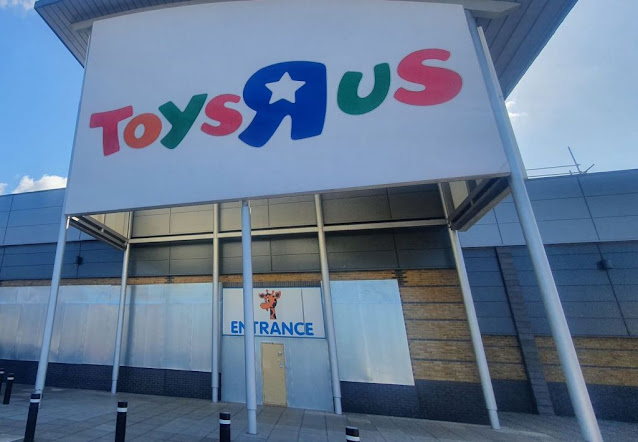 Toys R Us in Enfield. Photo by Elaine Jones, May 2021
