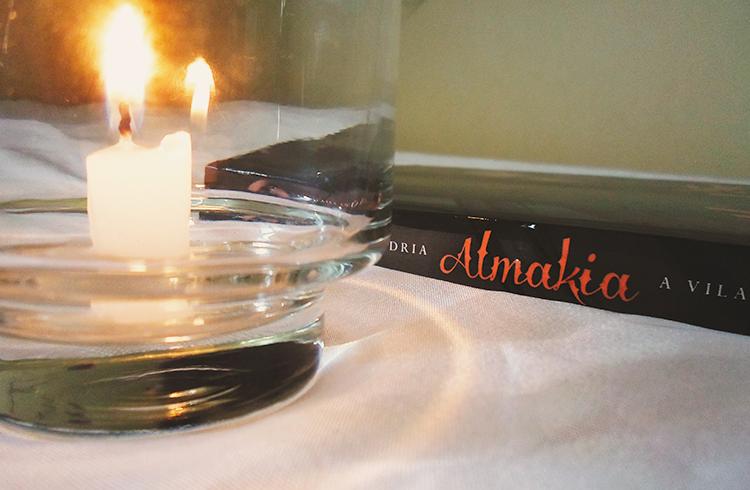 Resenha Almakia #1 - A vilashi e os dragões; Lhaisa Andria