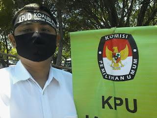 KPU Indramayu Didemo Koalisi Pers Tuntut Toni Fatoni Mundur dari Ketua
