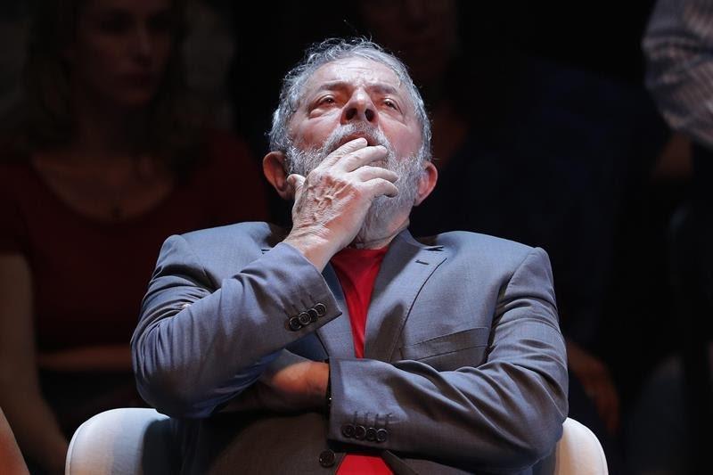 Resultado de imagem para Lula perde benefícios de ex-presidente