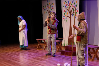 Pengertian dan Jenis-Jenis Latihan Drama Musikal | Seni Budaya Kelas 9 Semester 2