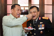 Momen Mesra Kapolda Jateng Disuapi Kue Pangdam IV/Diponegoro di HUT TNI