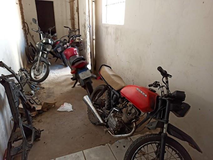 PM apreende motos com canos adulterados e conduzidas por menores em Grossos