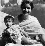 रणवीर शौरी बचपन में अपनी माँ के साथ