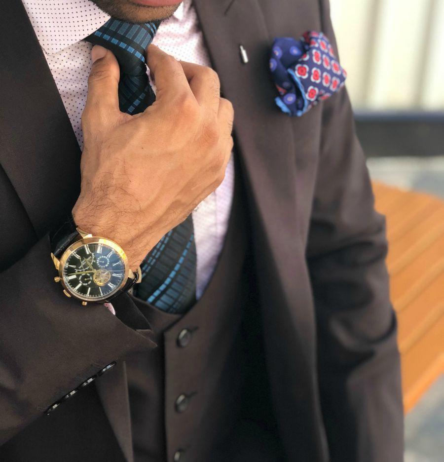 holding-tie