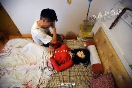 Photos: 70yr old Chinese man buys replica model of his dead wife
