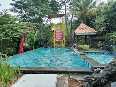 villa di sentul dengan kolam renang bersih