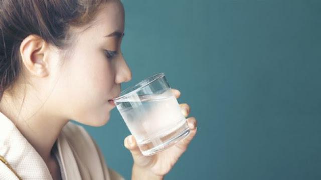 Minum Air Putih Yang Banyak Saat Bermain Komputer