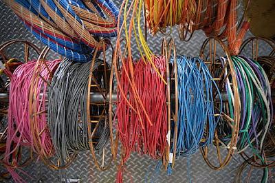 Penyebab Kabel Listrik di Rumah Cepat Rusak. Salah Pemasangan Atau Material Abal-abal