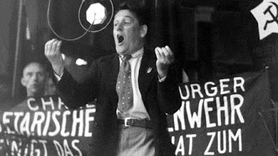 Willi Muenzenberg tient un discours