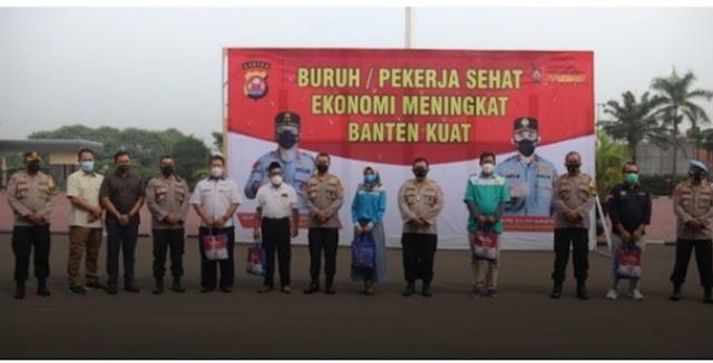 Bentuk Kepedulian Terhadap Pekerja, Polda Banten Bagikan 1.200 Sembako
