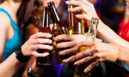 Διοικητικό πρόστιμο δέκα χιλιάδων ευρώ και 15ήμερο λουκέτο σε παραλιακό μπαρ- κέντρο διασκέδασης επέβαλλε η Αστυνομία μετά από έλεγχο που πραγματοποίησε το βράδυ του Σαββάτου.