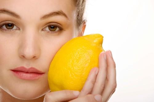 Vitamin C giúp tăng cường tái tạo collagen và elastin
