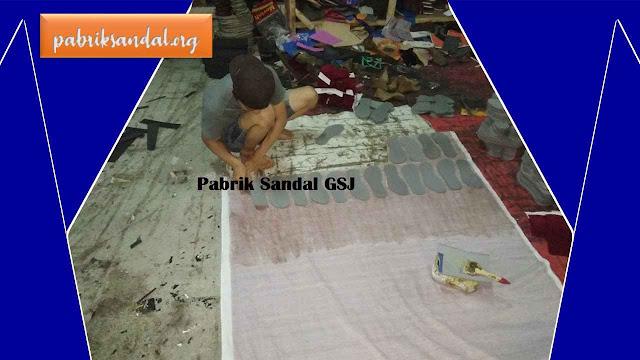 Kegiatan Proses Pembuatan Sandal Murah - Pabrik Sandal GSJ