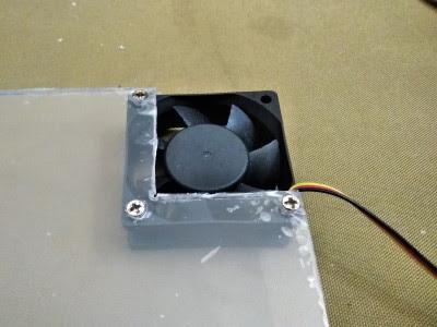 正しくPCファン付きアクアリウム用蓋に固定できるか確認中