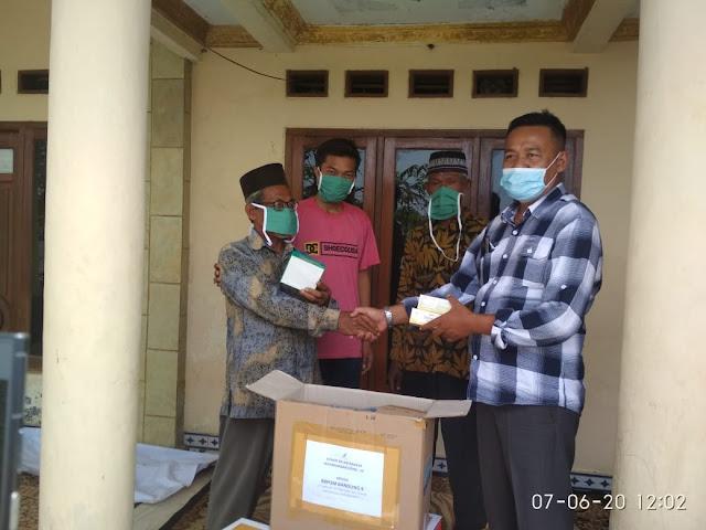 Anggota Komisi IX DPR RI Obon Tabroni Sambangi Masyarakat Korban Banjir Rob Pesisir Bekasi