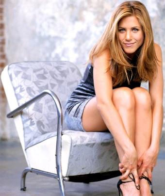 Foto de Jennifer Aniston posando sentada