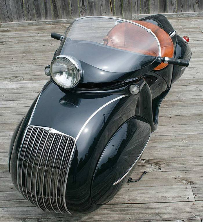 In 1934 Orly Courtney introduced the concept of a motorcycle built on the basis of the 1930 Henderson Streamline