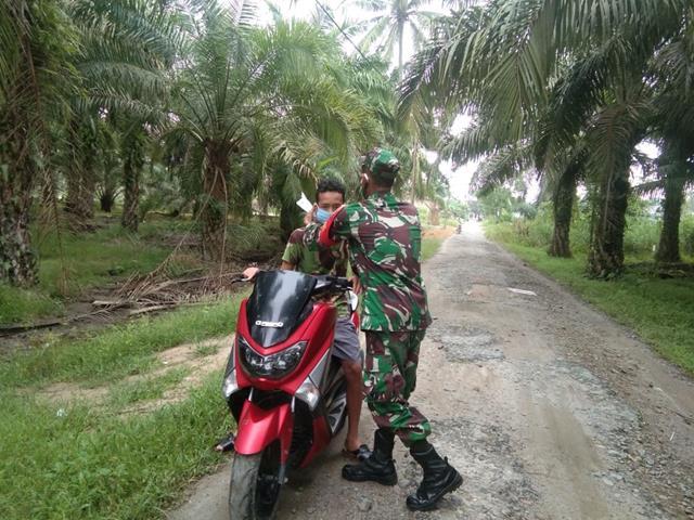 Dari Gakplin, Personel Jajaran Kodim 0208/Asahan Awasi Gerak Gerik Warga Binaannya Dalam Menerapkan Protkes