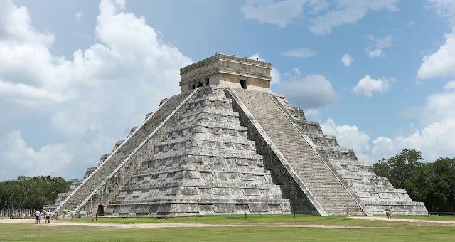 En lo que se conoce actualmente como los estados de Yucatán, Campeche, Quintana Roo, Chiapas y Tabasco, hay un resguardo de 77 zonas arqueológicas, que están dentro de la lista de patrimonios mundiales de la UNESCO.