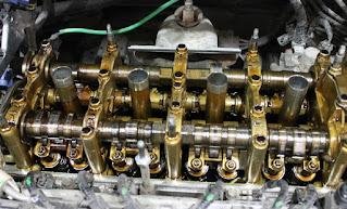 Что такое промывка двигателя? Начнем с того что промывка нужна для того что бы очистить детали и внутренние стенки двигателя от отложений. Что такое отложения и какого вида они бывают, можно почитать в статье - отложения в двигателе. Любые отложения в двигателе можно считать вредными - отложений в двигателе