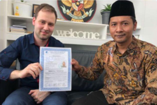 Pria Belanda Ini Jadi Mualaf Usai Ikuti Perjalanan Islam Nusantara Oleh NU di Eropa