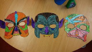 Bild på tre monstermasker: sjöodjur, vampyr, mumie.