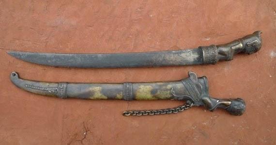 17 Senjata Tradisional Sumatera Utara, Gambar, Dan