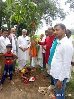 5 पीढ़ियों ने एक साथ पंचवटी के पौधे रोपे    #NayaSaberaNetwork