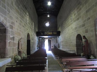 interior de uma igreja da Rota do Românico