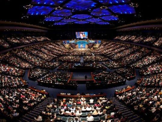 Justin Bieber memimpin ibadah di Ibadah Minggu gereja Joel Osteen