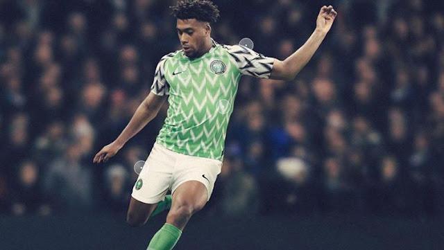 Ratusan penggemar Nigeria rela mengantre di sudut kota London untuk mendapatkan jersey anyar The Super Eagles