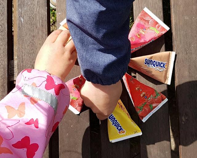 Den Sommer genießen: Leckeres Wassereis aus Dänemark. Unsere Kinder lieben das dänische Wassereis und essen es auch gerne mal als fruchtigen Snack.