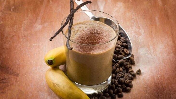 napitak-bjelančevine-smoothie_s_kafom-smoothie-kafa-banane-chia_sjemenke