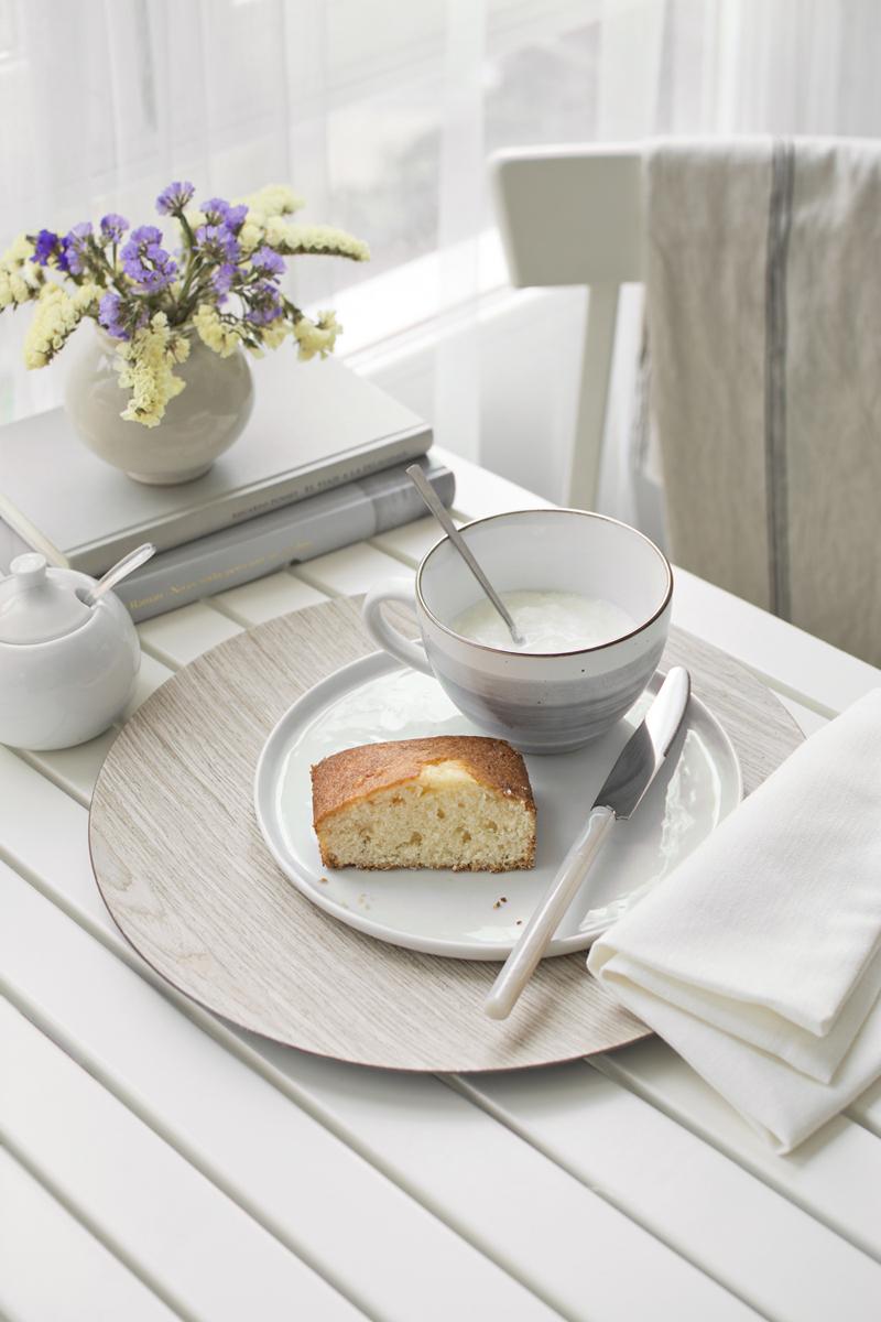 Disfrutar de un desayuno natural y ecológico en la terraza / Enjoy a natural and organic breakfast on the terrace