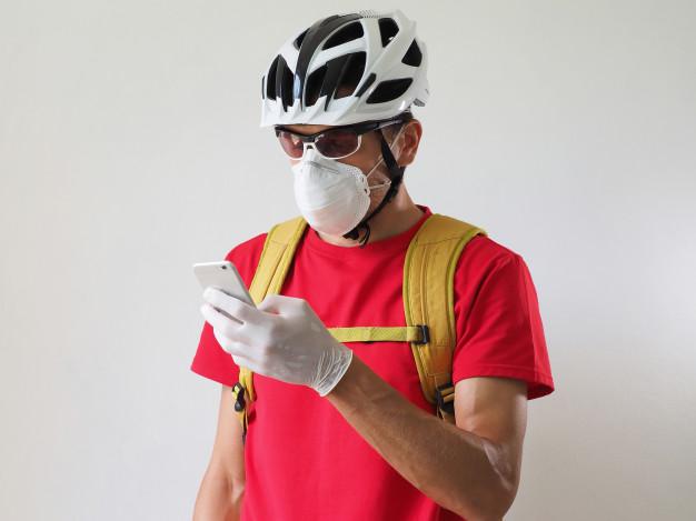 Menggunakan Masker Saat Bersepeda