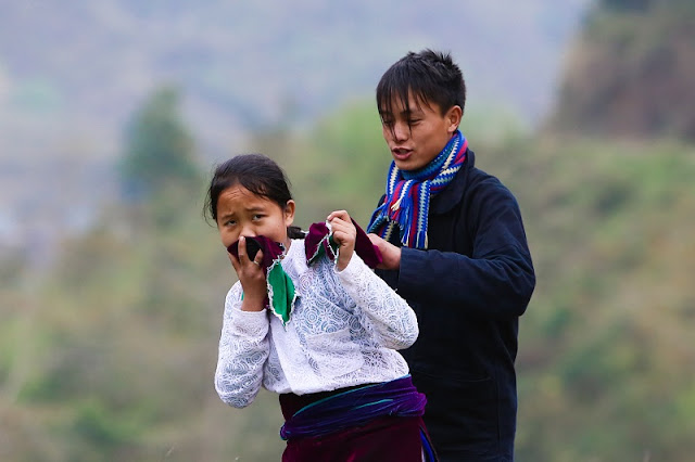 """Pulling Wife"" - The strange customs of Mong people in Sapa 3"
