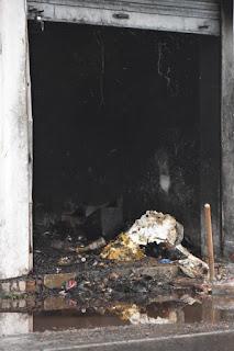 आग लगने से किराने की दुकान जलकर हुई राख, लाखों का नुकसान | #NayaSabera