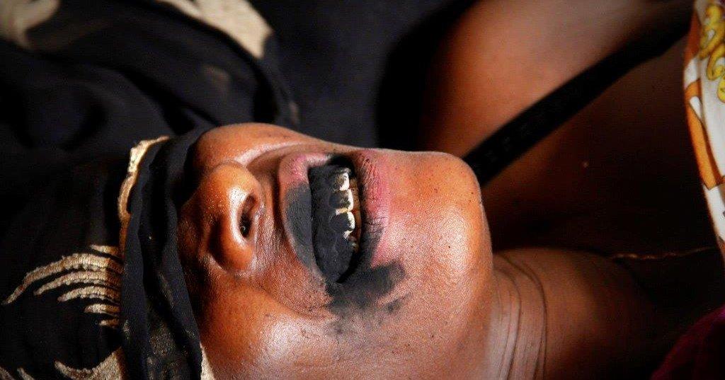 Le tatouage gingival, une belle pratique ancestrale : Tatouage, gencive, dents, charbon, charme, séduction, beauté, tendance, culture, tradition, événement, spectacle, tradition, ethnies, mariage, femmes,  LEUKSENEGAL, Dakar, Sénégal, Afrique