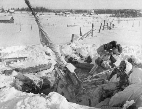 3 January 1940 worldwartwo.filminspector.com Finnish anti-aircraft gun