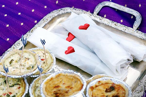 överraskningspicknick överraskning överrasknings picknick picnic surprise romantisk romantic vegetarisk picknickmat mat vegetarian food fest party kalas observatorielunden stockholm celebration celebrate balloons ballonger paj pie pajer pies pannkakor pancakes
