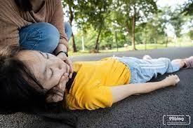 Cara membuat orang pingsan cepat sadar