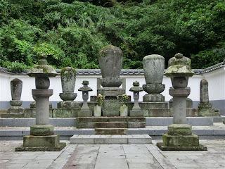 然阿良忠の墓
