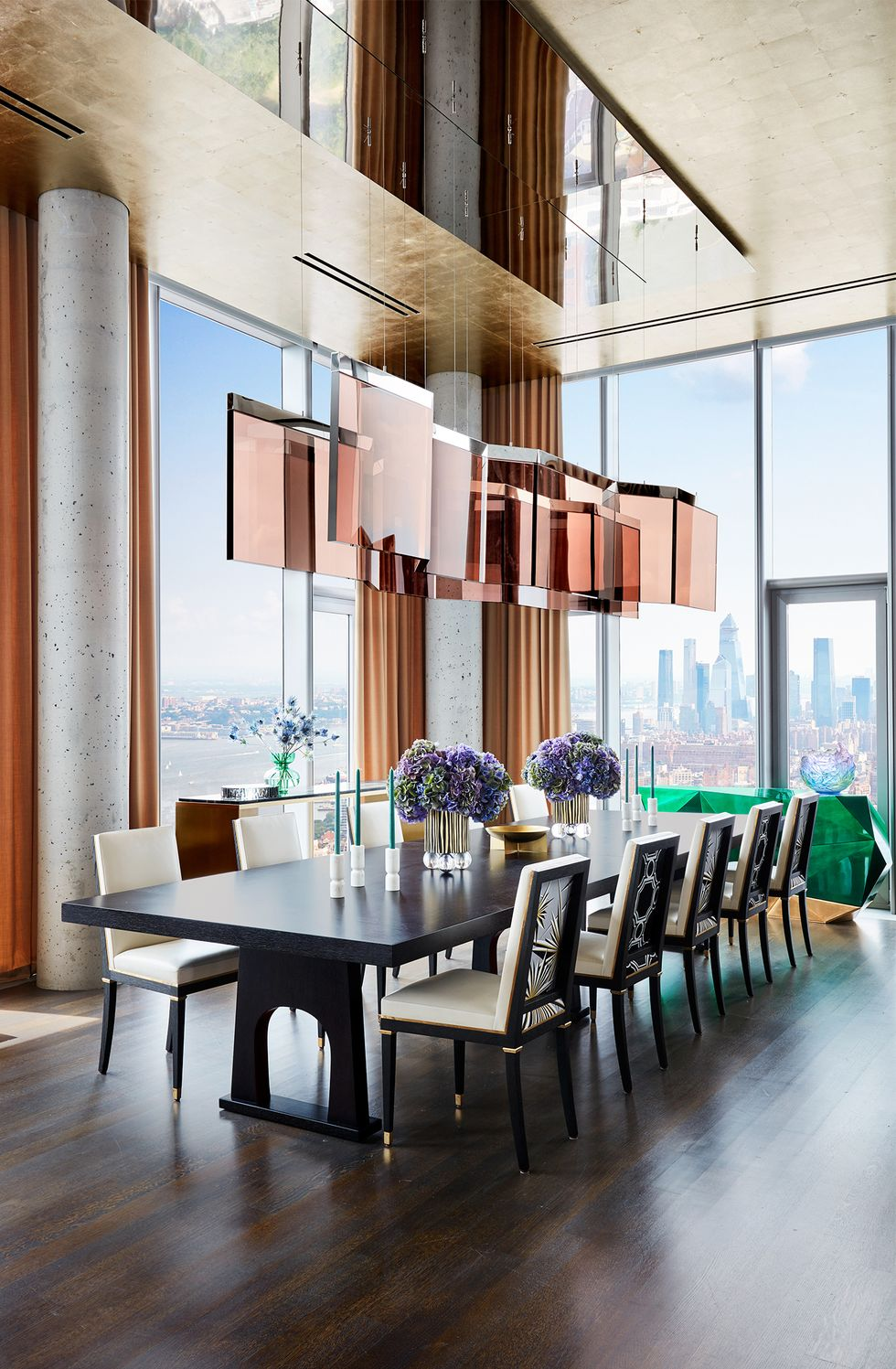 A Modern New York Apartment That Overlooks The City\'s Skyline