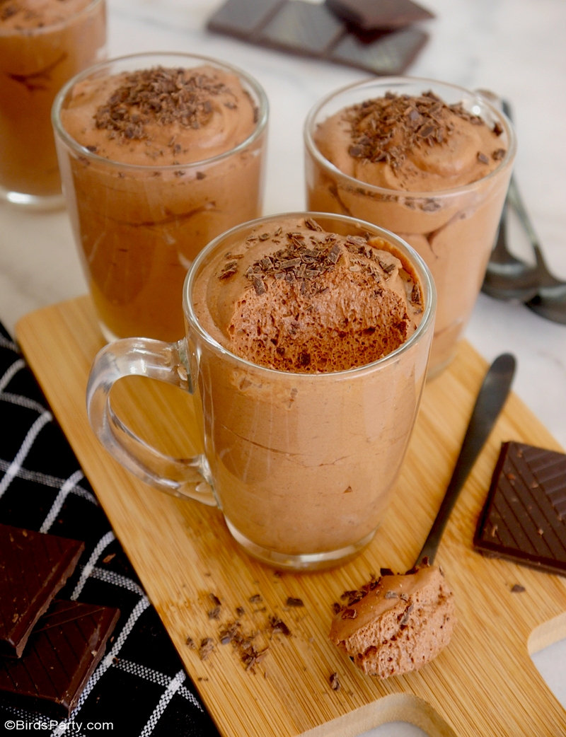 Vegan Chocolate Mousse Made From Aquafaba - made with just two ingredients, one of them being the water from a can of chickpeas! by BirdsParty.com @birdsparty #aquafaba #vegan #veganchocolatemousse #veganrecipe #vegandessert #chocolate #chocolatemousse #aquafabmousse #aquafabarecipe