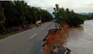 Jalan Lintas Provinsi di Batangserangan Amblas, Pengendara Diminta Hati-hati