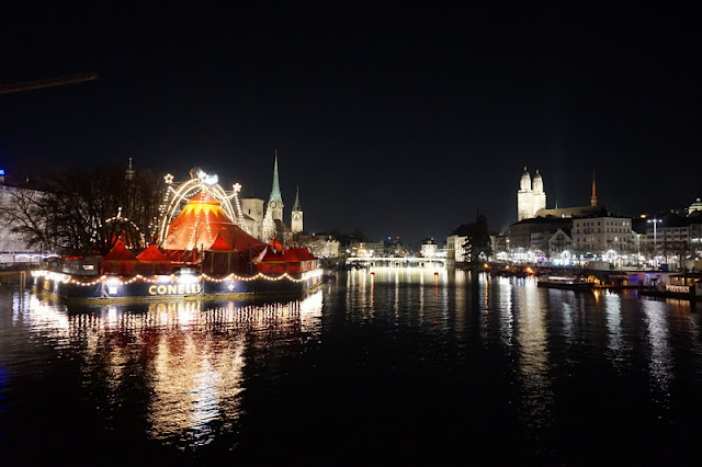 sirkus joki yö kaupunki